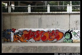 布吉河畔藏千米涂鸦墙