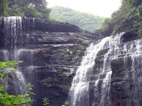 黃連河瀑布群